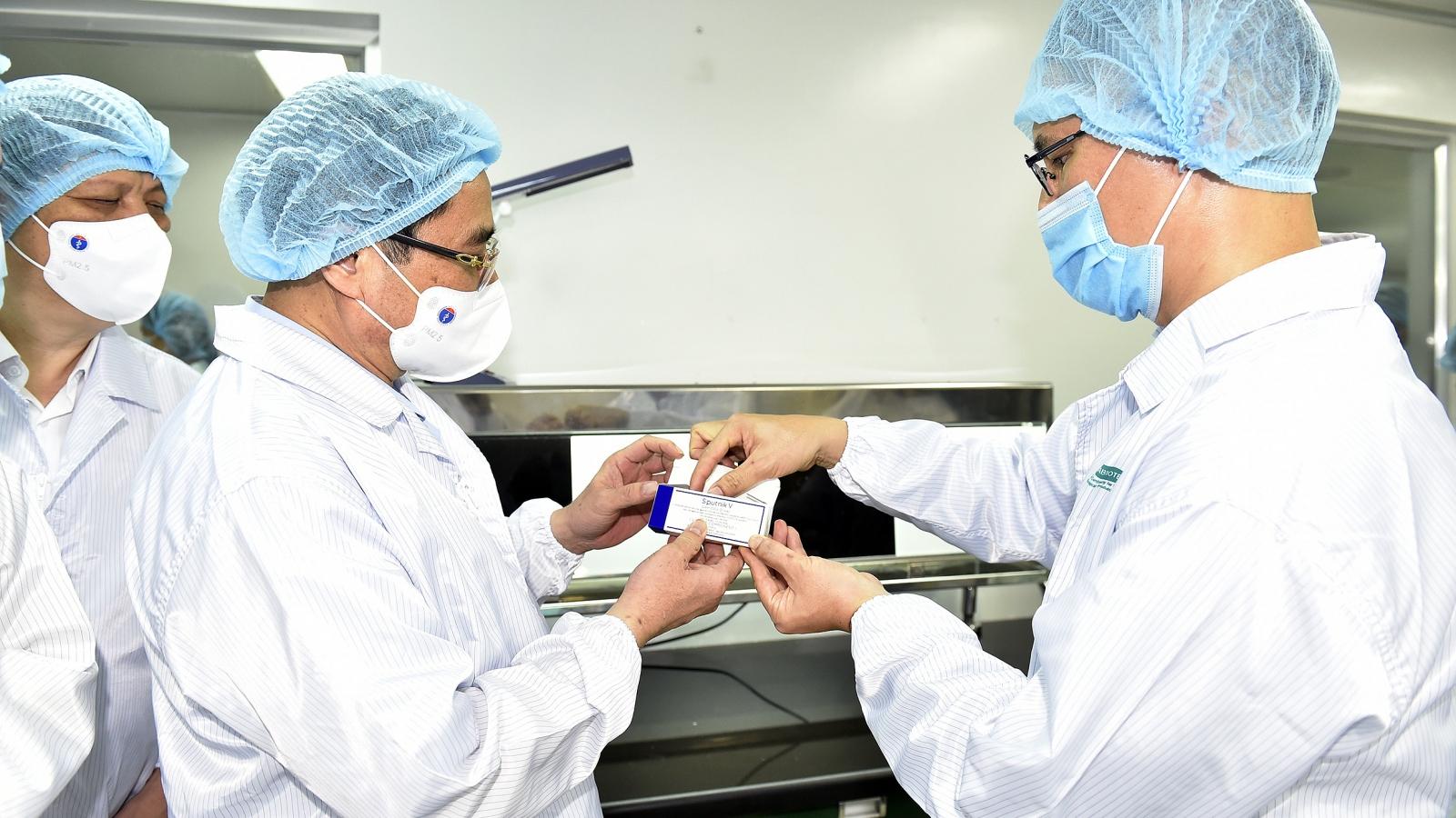 Thủ tướng yêu cầu đẩy nhanh tiến độ sản xuất vaccine trong nước