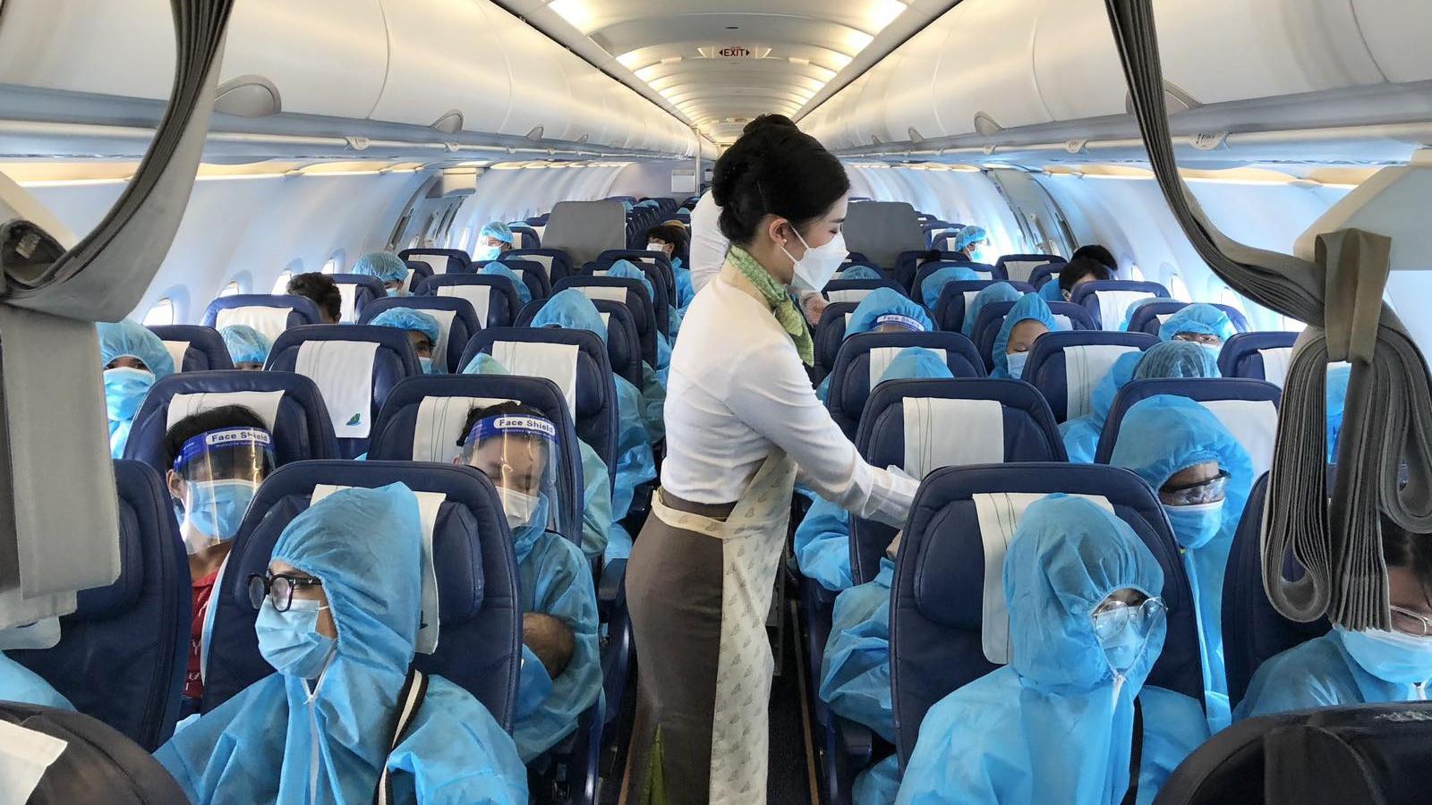 Vỡ oà niềm vui trên chuyến bay Bamboo Airways chở người Gia Lai từ TP.HCM