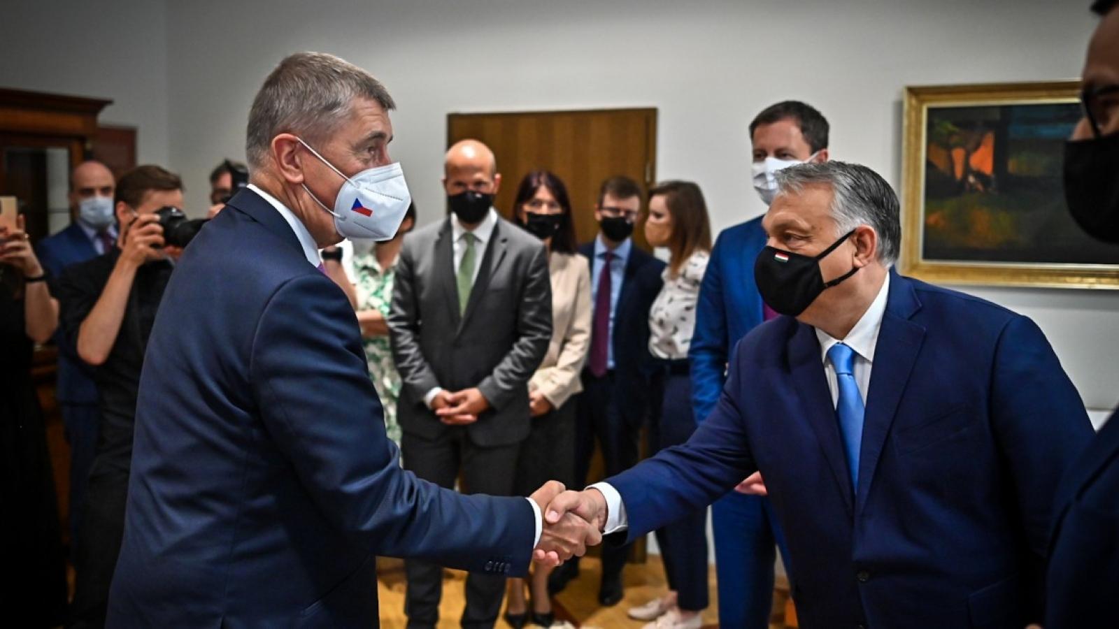 Séc đề nghị Hungary cho vay 200.000 liều vaccine ngừa Covid-19