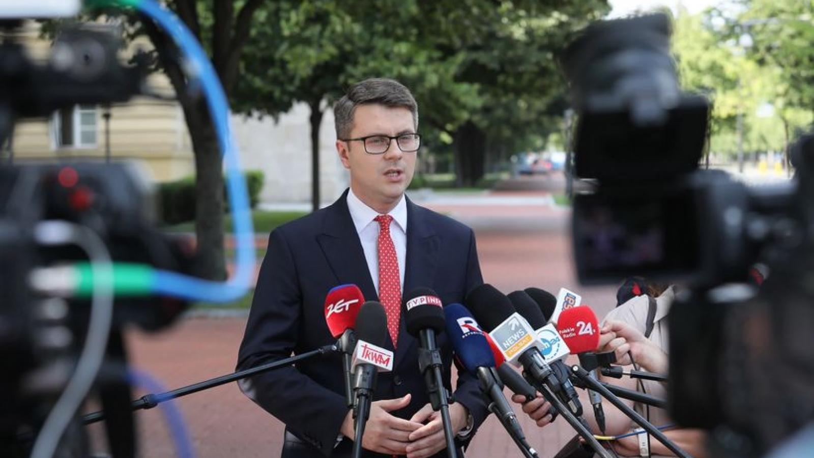 Ba Lan xem xét tiêm vaccine Covid-19 bắt buộc cho nhân viên y tế