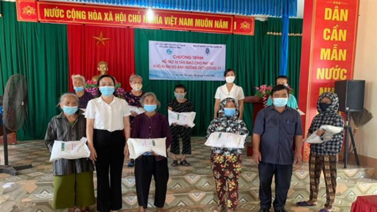 Belgian Embassy donates 10 tons of rice to female workers in Ha Tinh