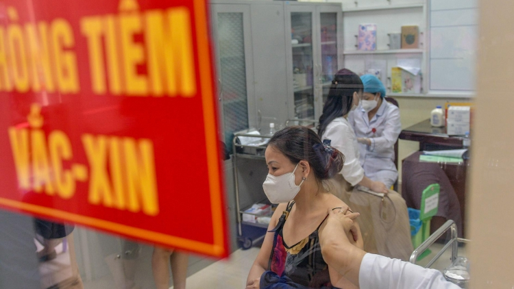 Hanoi rolls out largest-ever inoculation campaign