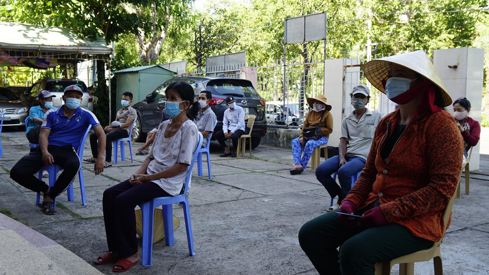 Bình Định chuyển tiền hỗ trợ đến giúp người lao động nghèo