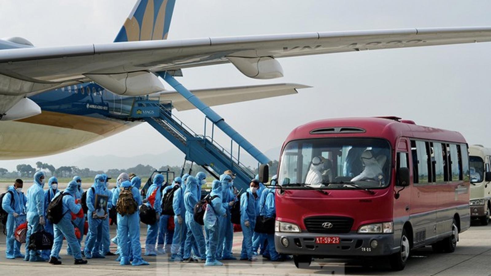 """Xin """"luồng xanh"""" cho xe đưa khách đi máy bay từ các sân bay đến khu cách ly"""