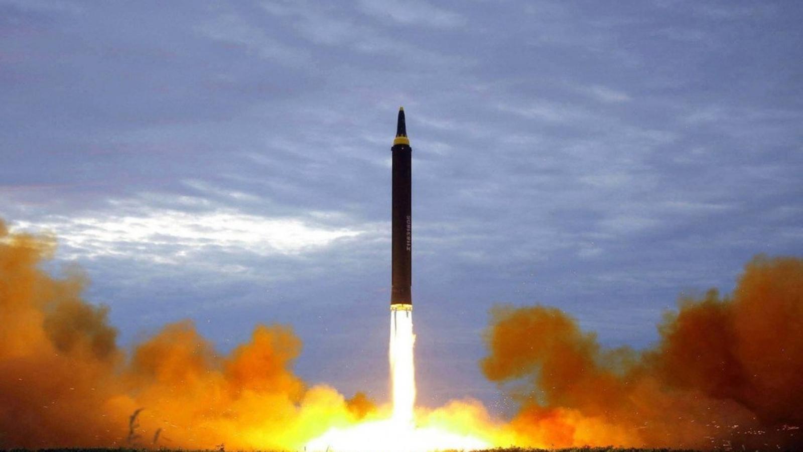 Châu Á có nguy cơ rơi vào cuộc chạy đua vũ trang nguy hiểm giữa vòng xoáy đối đầu Mỹ-Trung