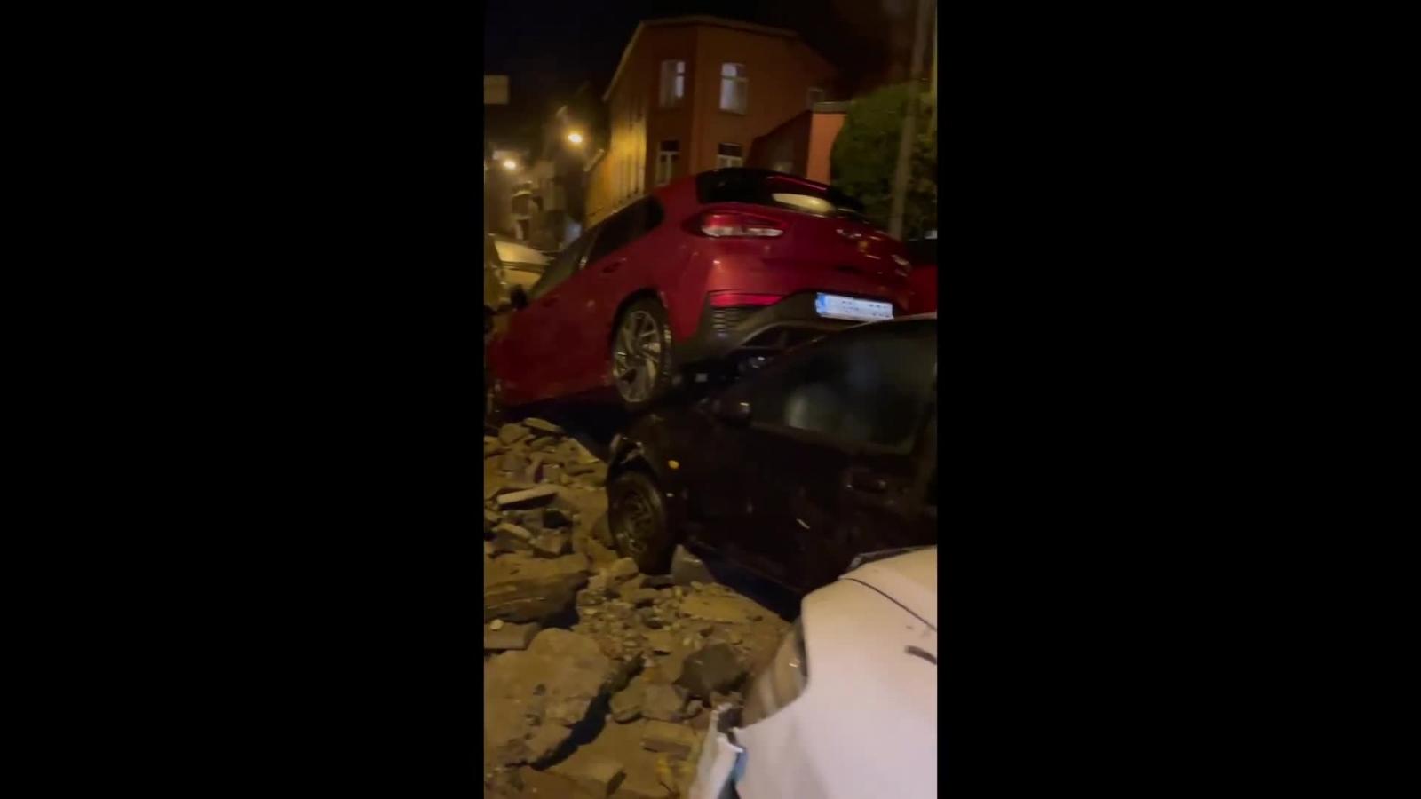 Lũ lụt kinh hoàng cuốn trôi hàng loạt ô tô trên đường phố ở Bỉ