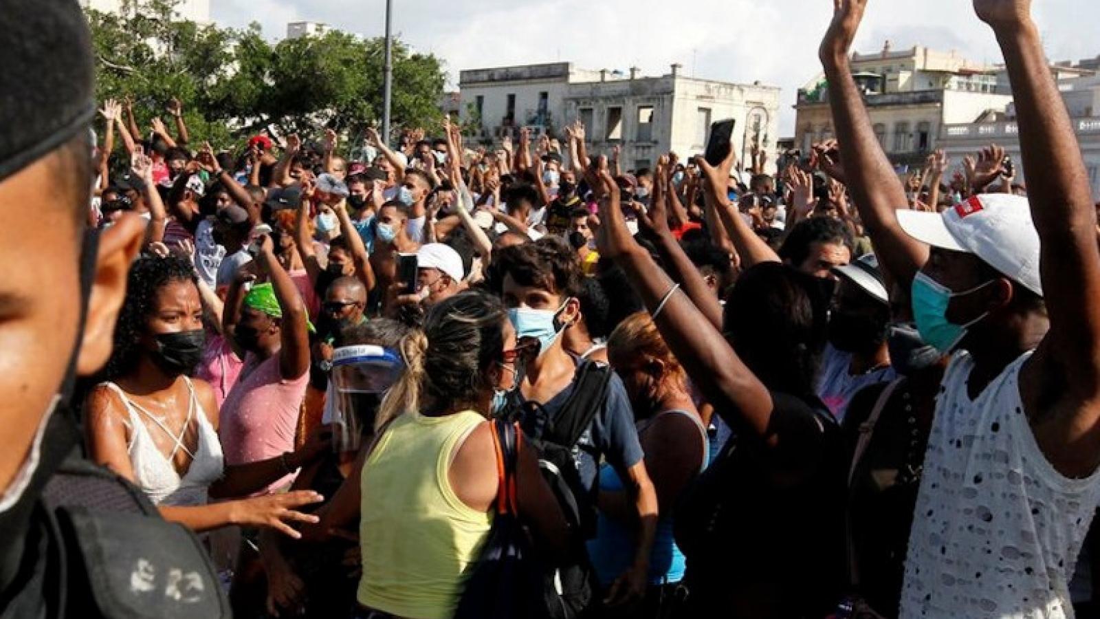 Cuba tố cáo Mỹ kích động biểu tình bạo động gây hậu quả tiêu cực ở đảo quốc Caribe