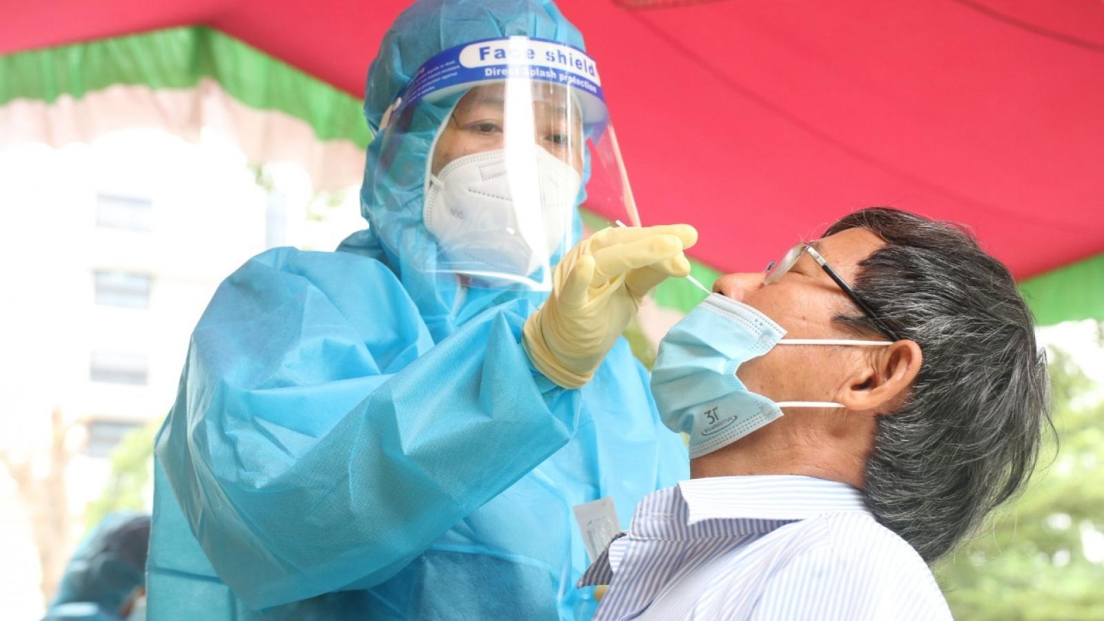 """TP.HCM cần tập trung xét nghiệm """"vùng đỏ"""" để tìm F0 ngăn chặn dịch lây lan"""