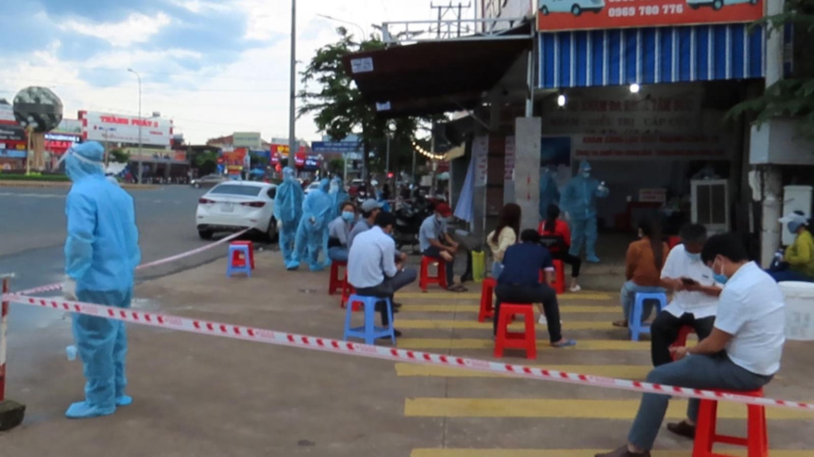 Bình Phước đóng cửa cơ sở kinh doanh không thiết yếu, dừng chợ tự phát vì Covid-19