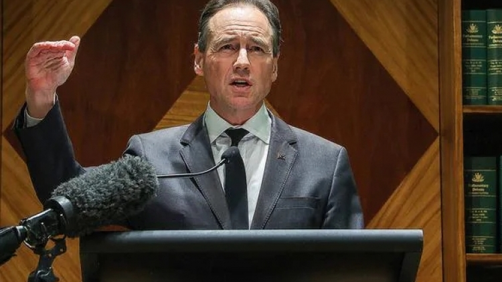 Australia kêu gọi tiêm vaccine AstraZeneca, người Hàn Quốc đổ ra biển bất chấp Covid-19