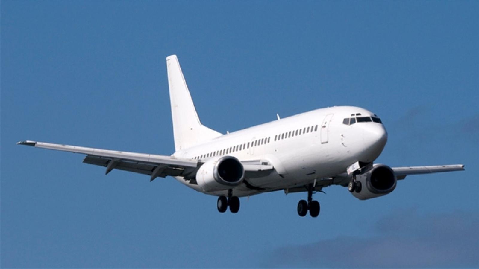 Máy bay Boeing 737 lao xuống biển