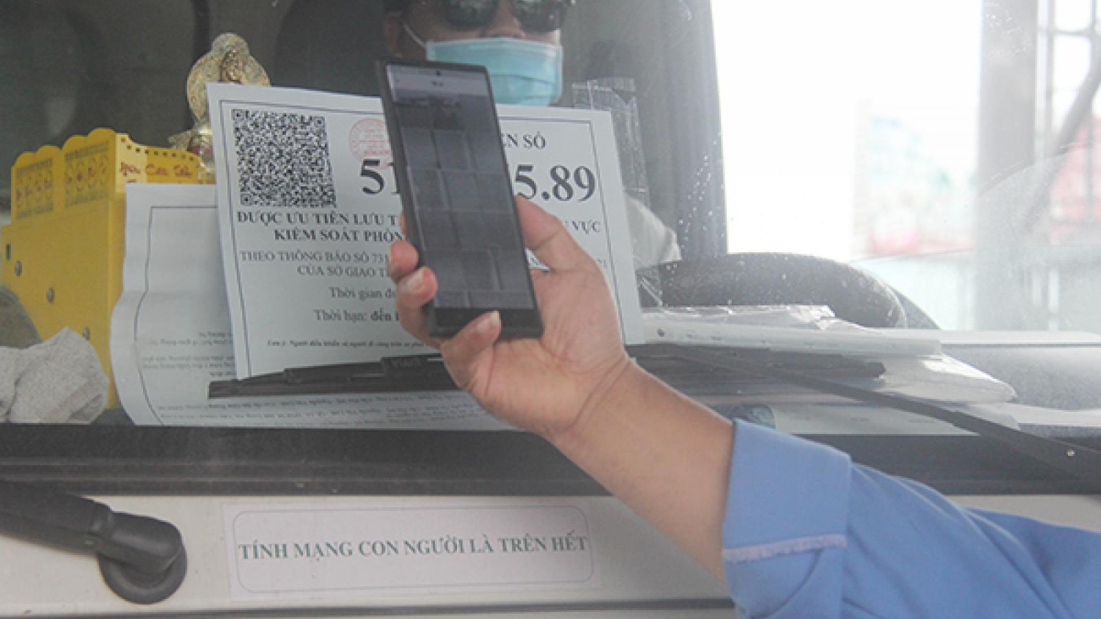 Hà Nội cấp mã xác nhận QR cho xe vận chuyển chuyên gia, công nhân