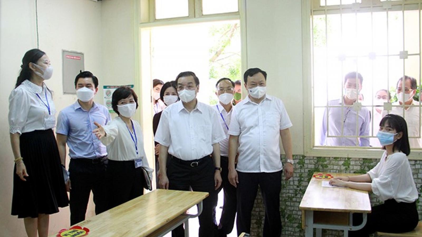 Chủ tịch Hà Nội: Nới lỏng dịch vụ nhưng không buông lỏng kiểm tra phòng chống dịch