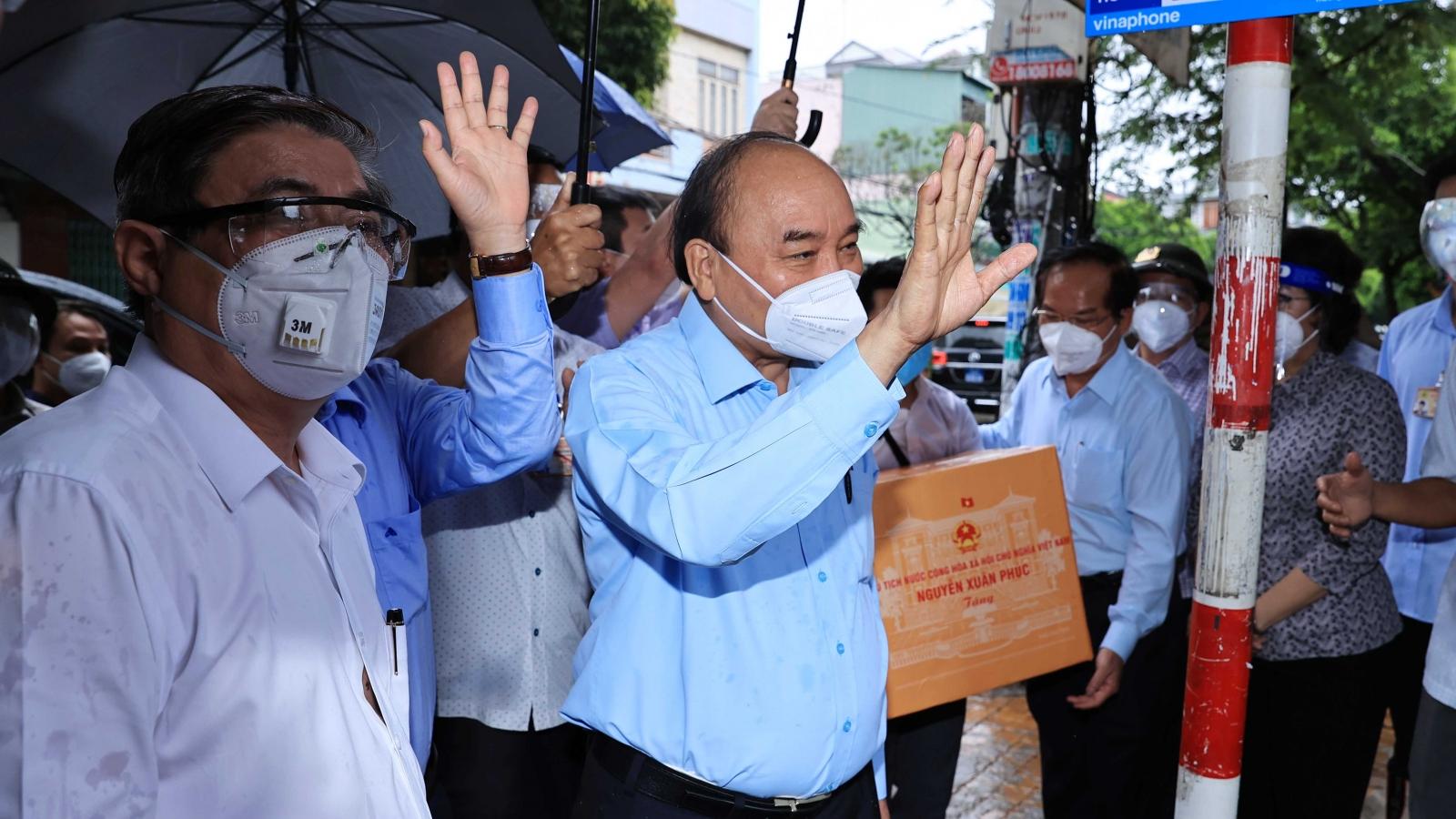 Chủ tịch nước thăm hỏi, động viên nhân dân TP.HCM đoàn kết chống dịch