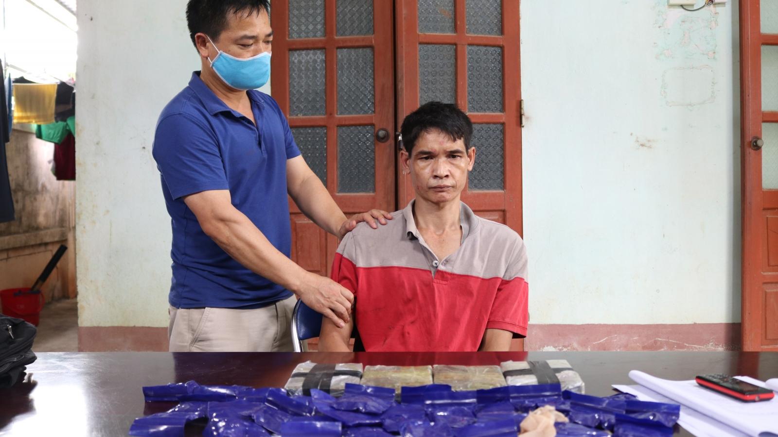 Công an Điện Biên bắt 1 đối tượng, thu 4 bánh heroin, 6.000 viên ma tuý tổng hợp