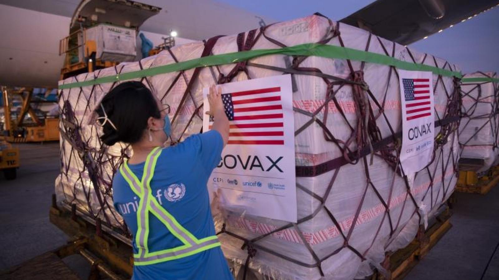 Việt Nam tiếp nhận hơn 3 triệu liều vaccine Moderna của Mỹ qua COVAX