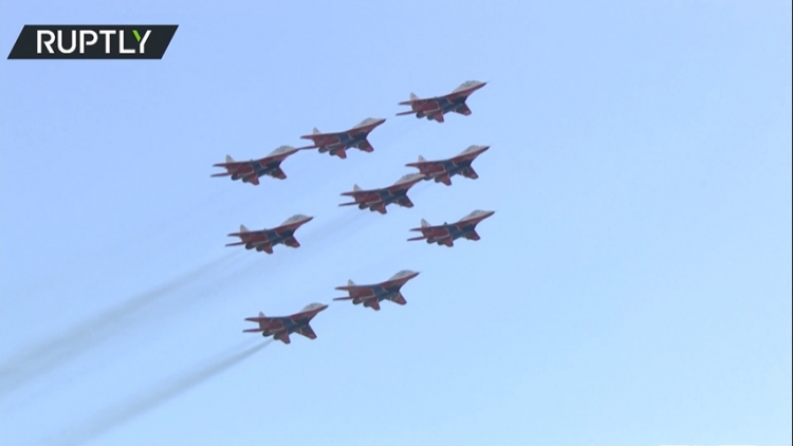 """Màn biểu diễn với """"đội hình kim cương"""" của phi đội Swifts tại MAKS 2021"""