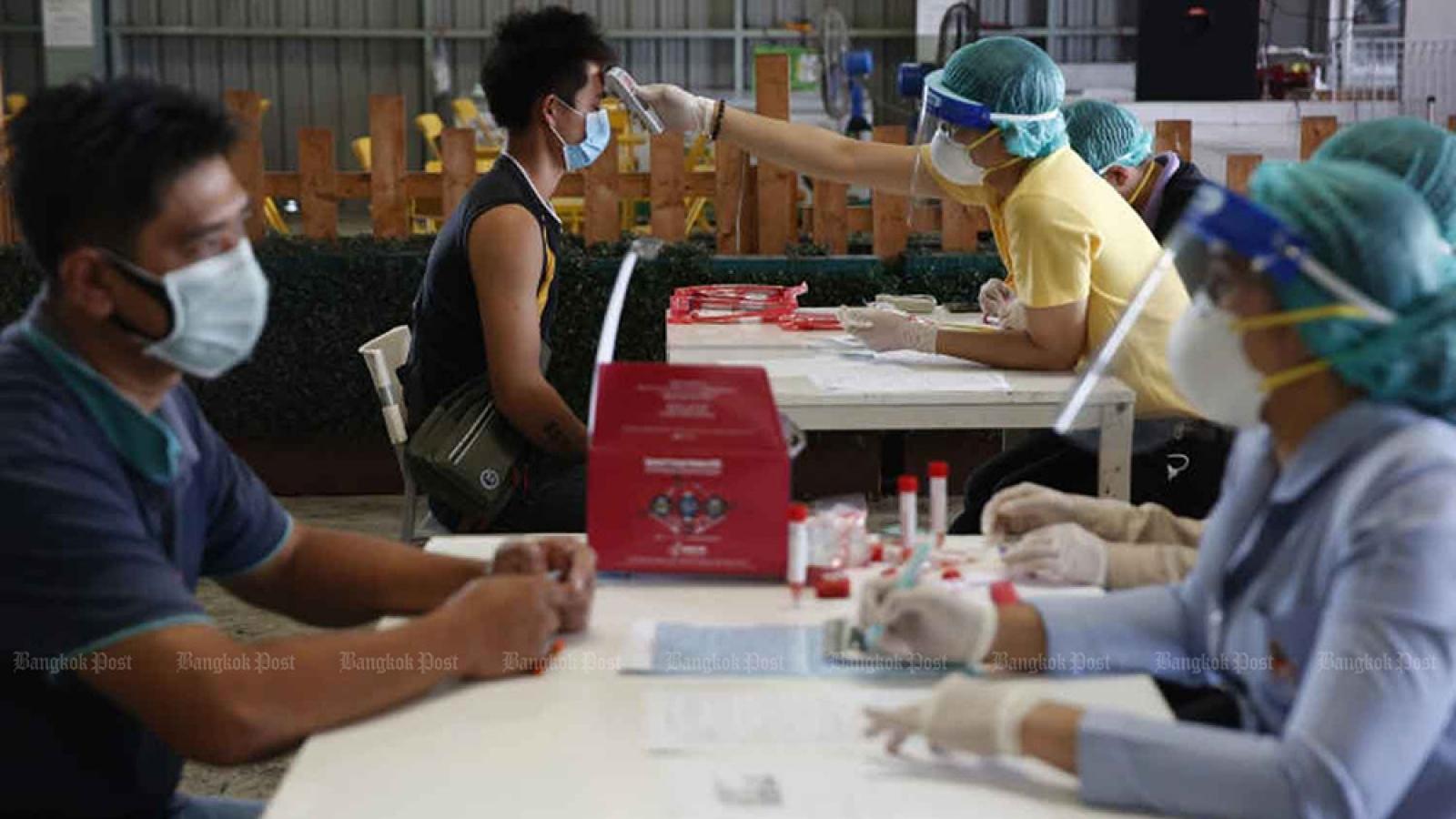 Thái Lan mở rộng lệnh giới nghiêm thêm 3 tỉnh sau khi ghi nhận số ca Covid-19 tăng kỷ lục