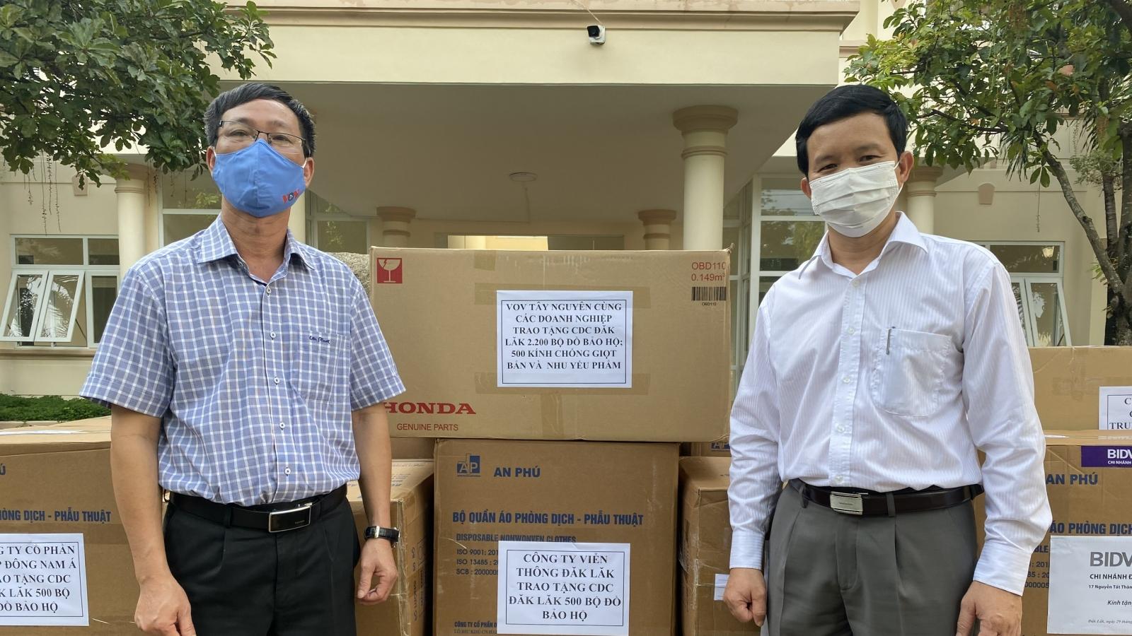 VOV Tây Nguyên trao tặng trang thiết bị y tế trị giá gần 170 triệu đồng cho CDC Đắk Lắk