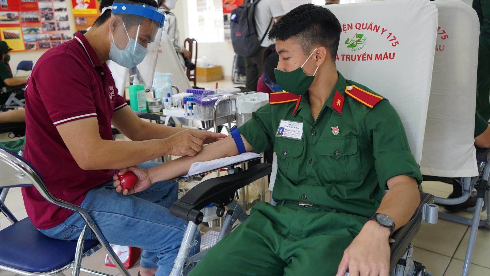 Trường Sĩquan Kỹ thuật Quân sự tham gia hiến hơn 300 đơn vị máu