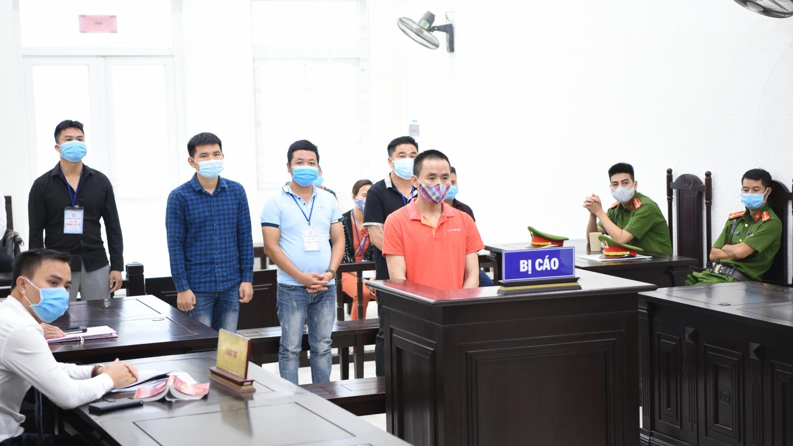 Ba anh em trong một gia đình lâm cảnh tù tội trong vụ án bắn người
