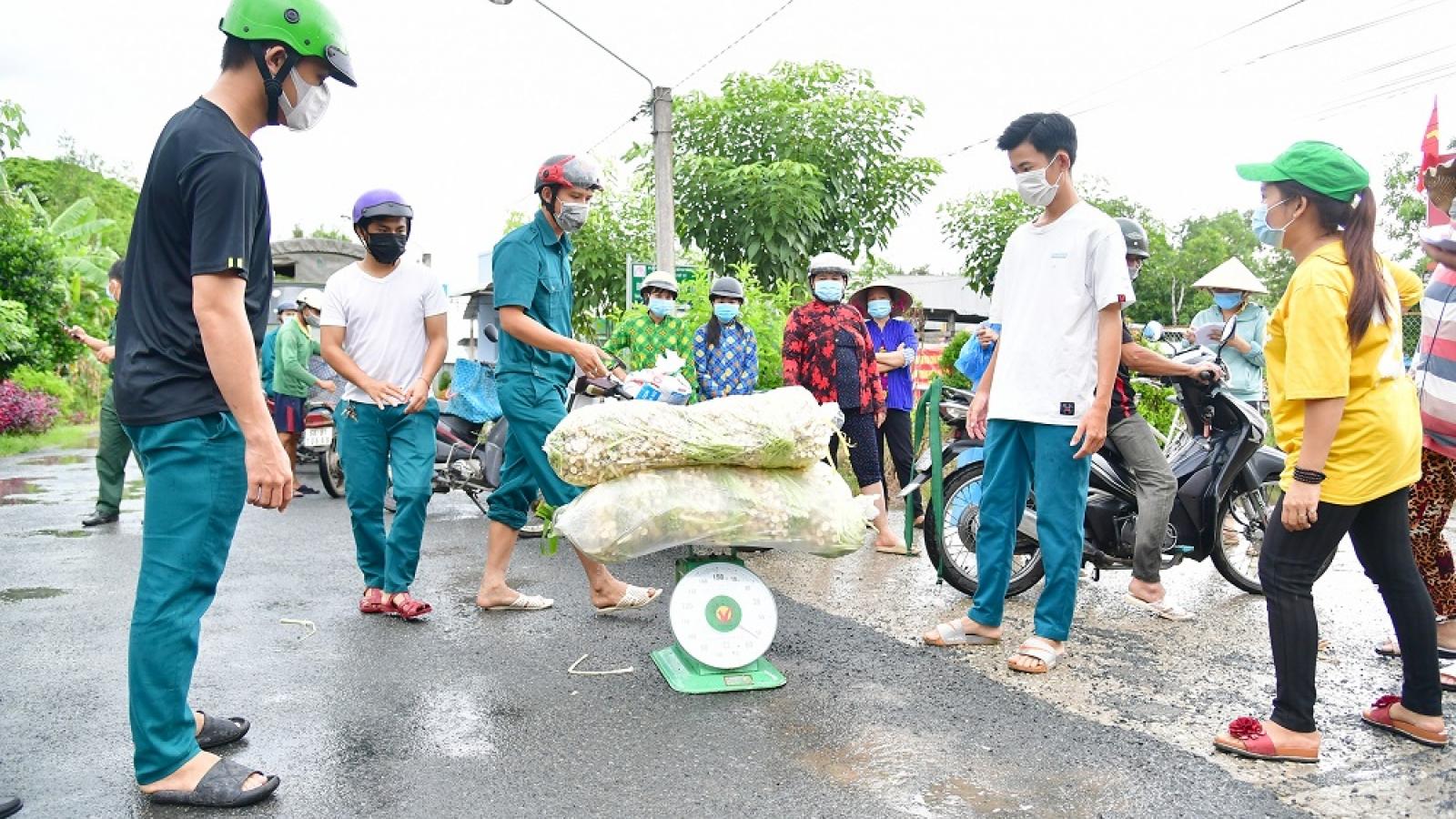 Quân khu 9 thu mua nông sản giúp người dân Sóc Trăng