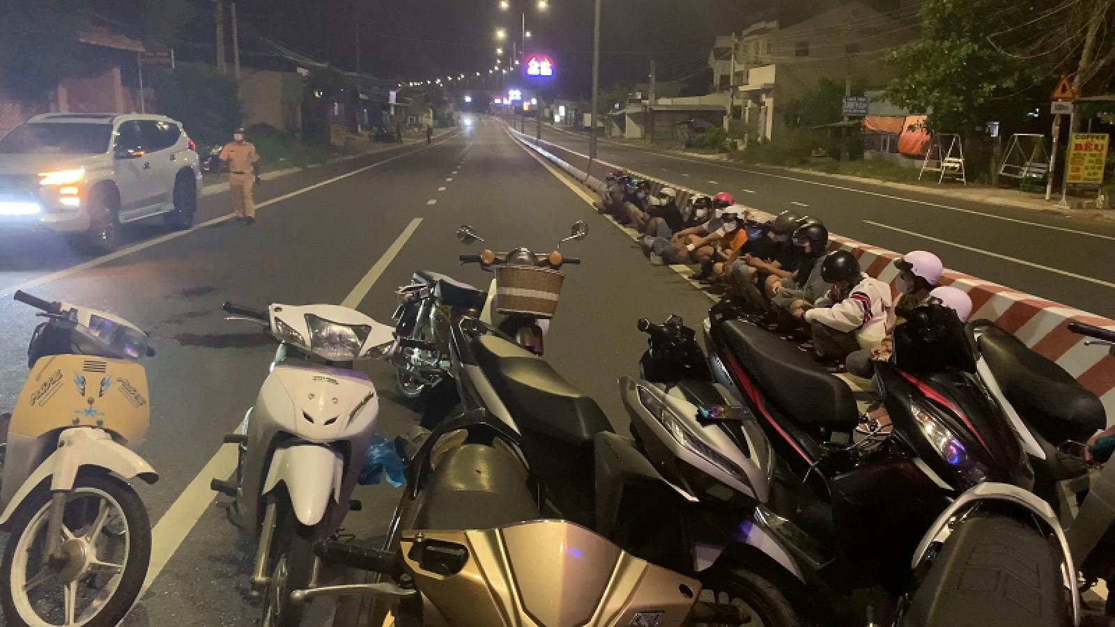 Bắt nhóm thanh niên đua xe trái phép tại Bình Thuận