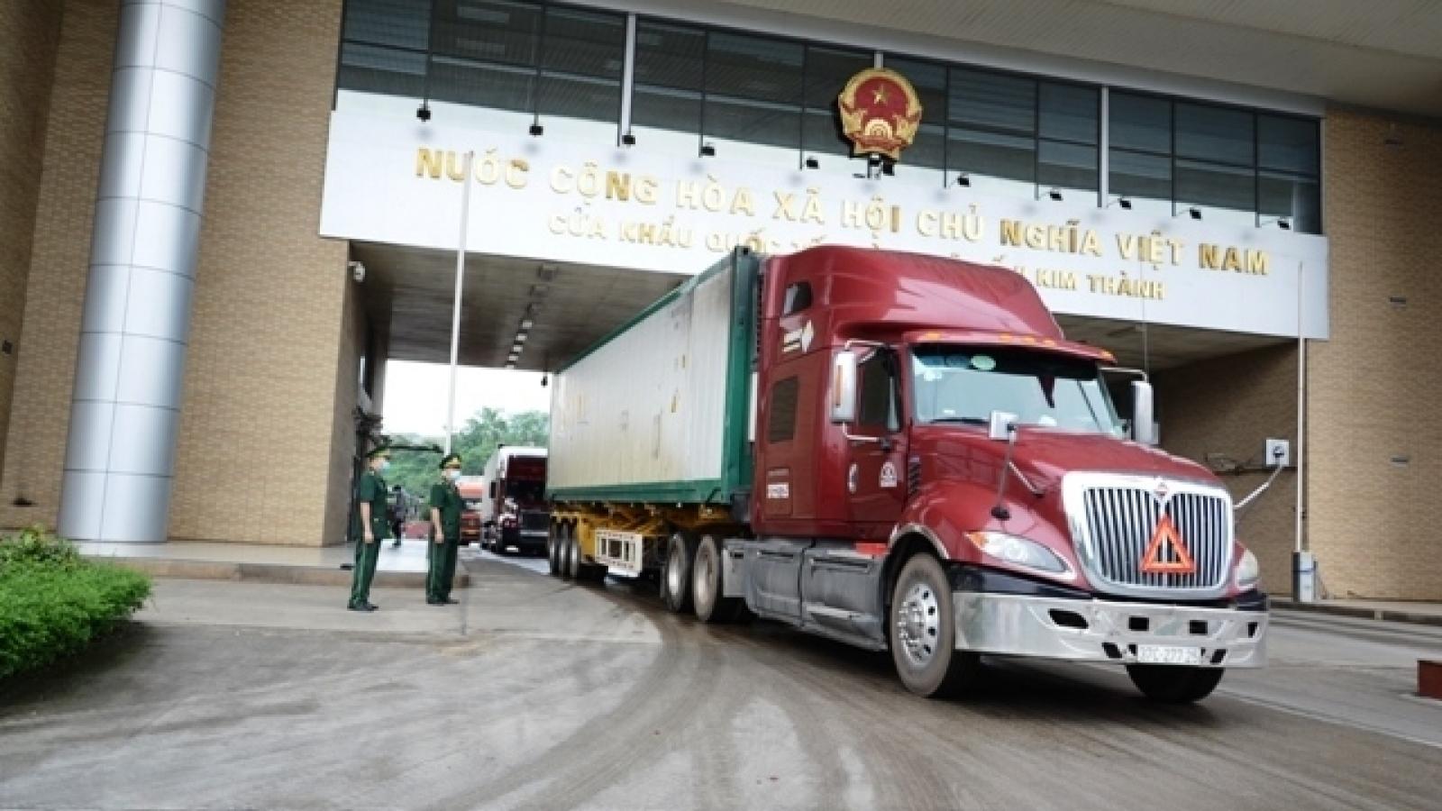 Xe chở hàng xuất nhập khẩu tới Lào Cai chỉ được lưu thông trên cao tốc