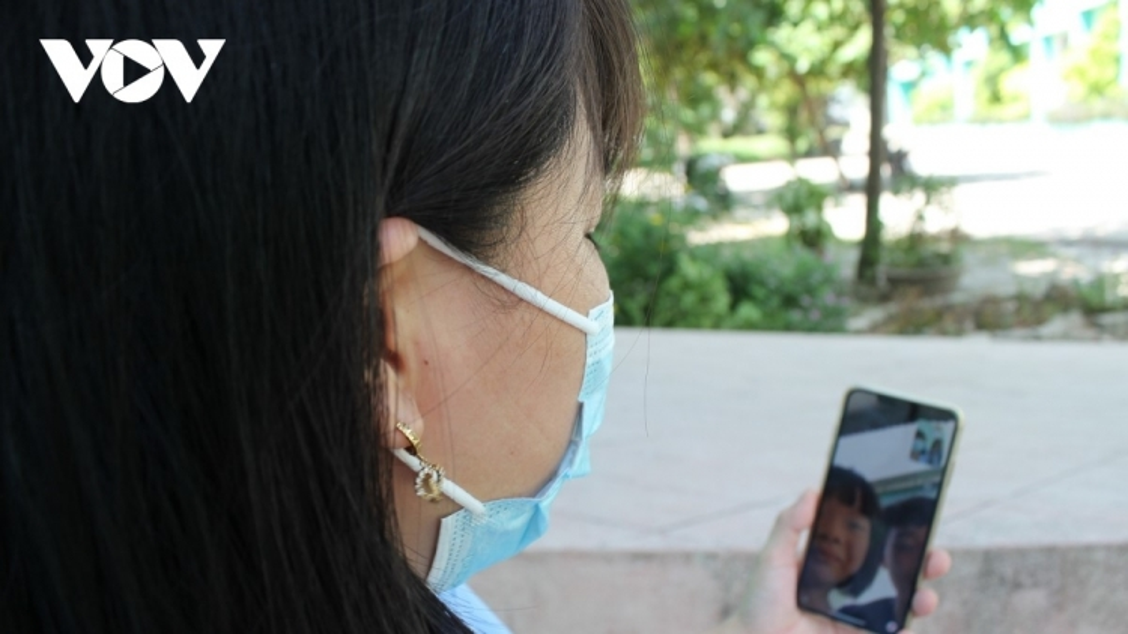 Cần cơ chế kiểm soát mạng xã hội để giảm tác động tiêu cực đến gia đình