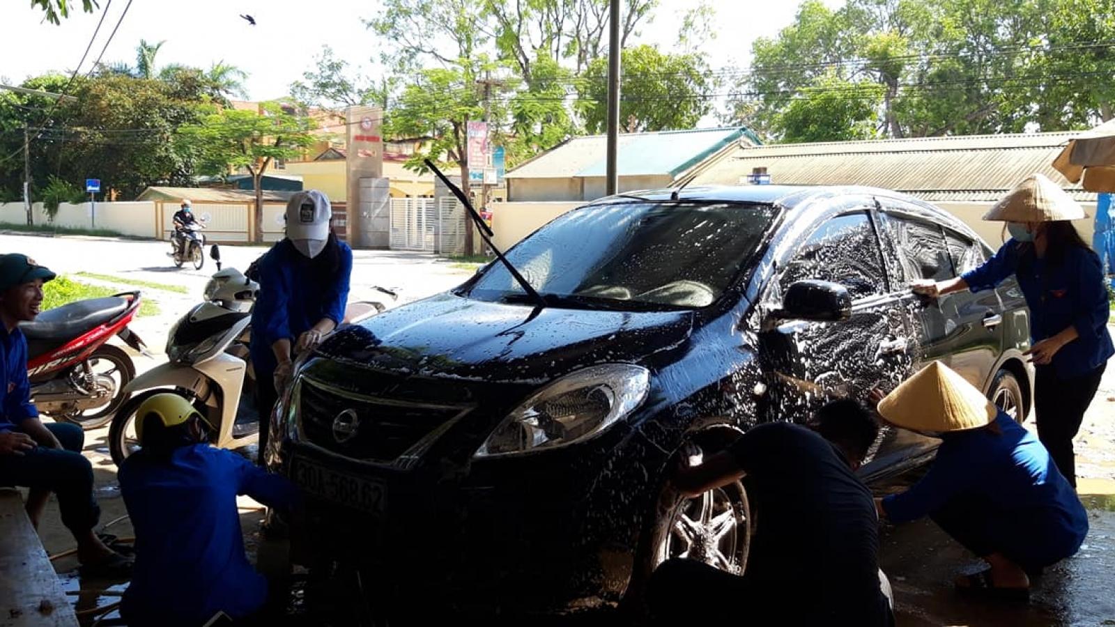 Tuổi trẻ Thanh Hóarửa xe gây quỹ tặng quà gia đình chính sách