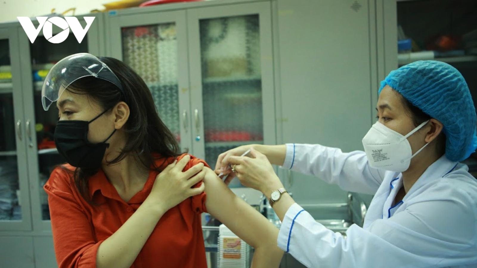 Chiến dịch tiêm vaccine COVID-19 Hà Nội: Đảm bảo đúng tiến độ và an toàn