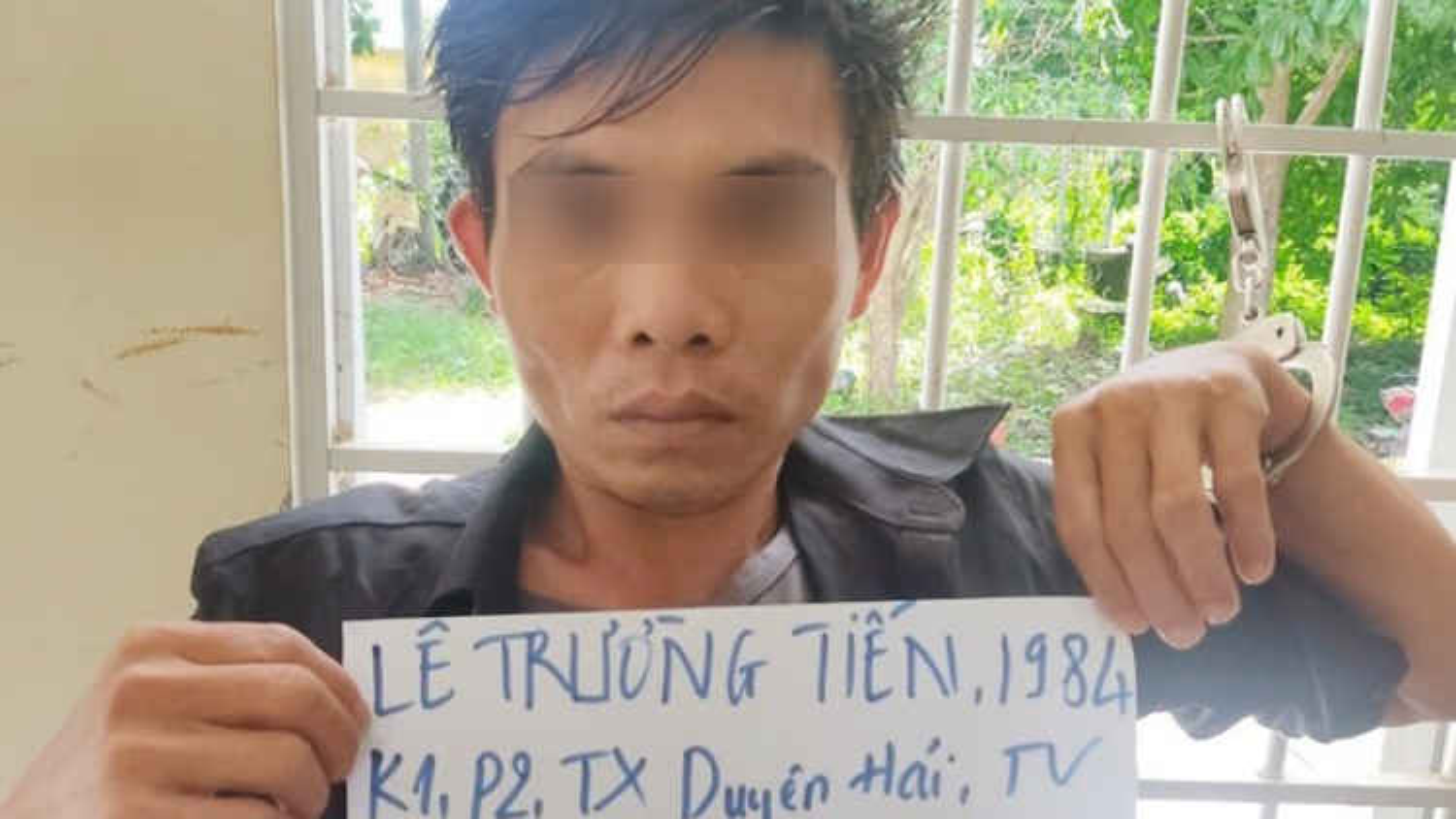 Bắt giam kẻ cầm dao kề cổ đòi hiếp dâm 2 nữ sinh