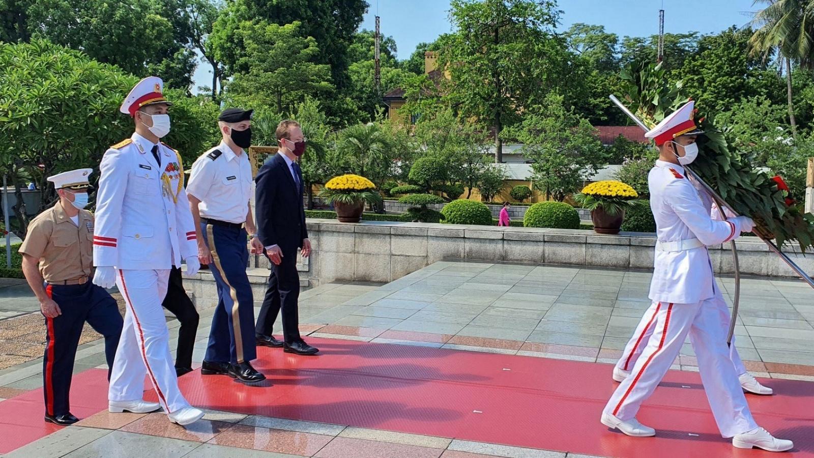 Tùy viên Quốc phòng Hoa Kỳtưởng niệm những người Việt Nam hy sinh vì Tổ quốc