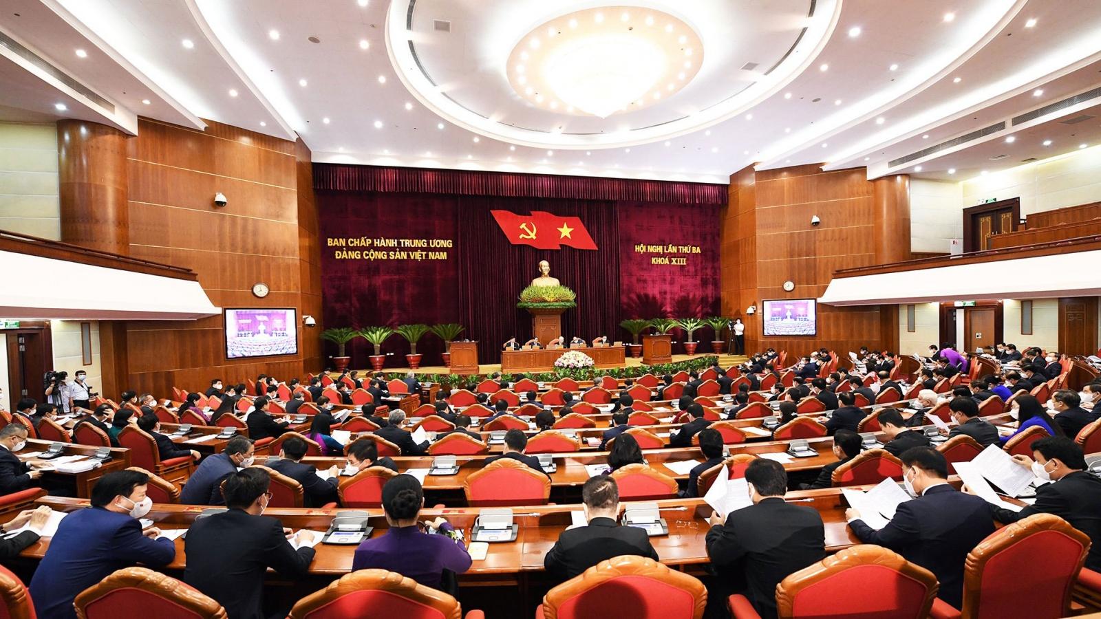Thông cáo ngày làm việc thứ nhất, Hội nghị Trung ương 3 khóa XIII