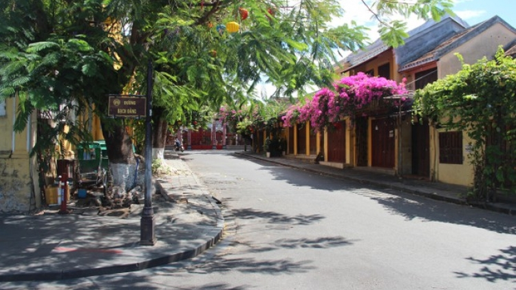 Hoi An ancient town on first day of social distancing order