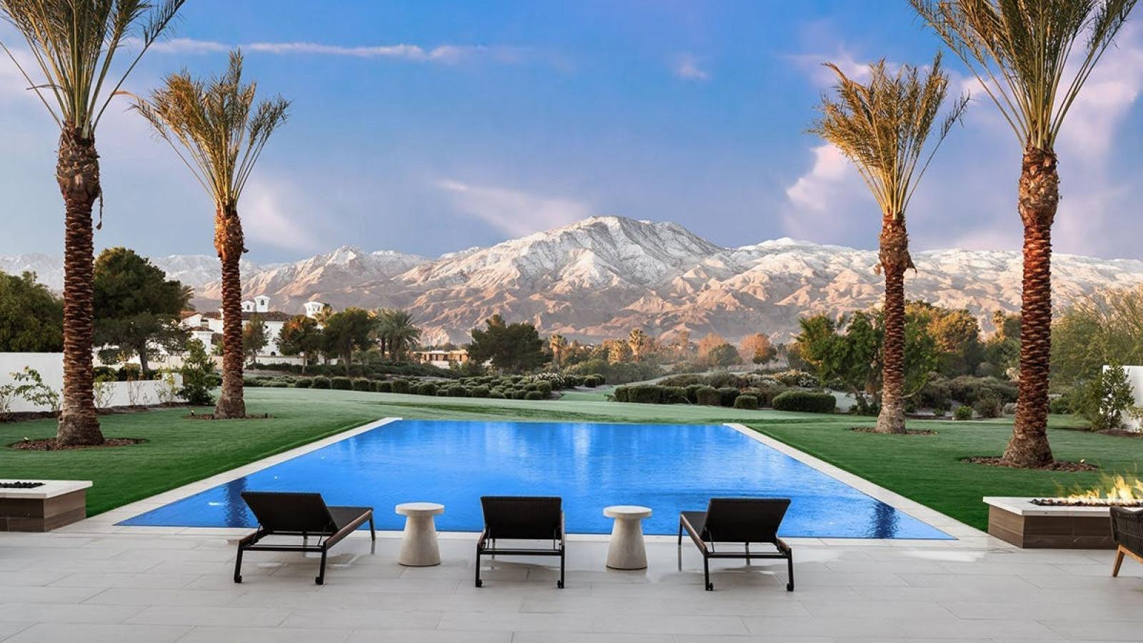 Choáng ngợp không gian bên trong biệt thự 12 triệu USD của chị gái Kim Kardashian