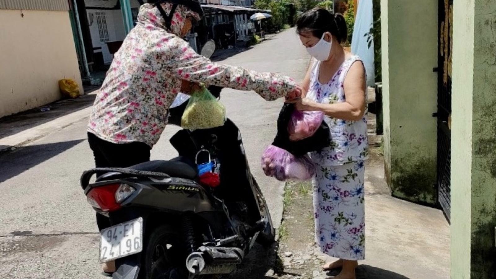 """Bạc Liêu thành lập """"Tổ phụ nữ đi chợ hộ"""" mua các mặt hàng thiết yếu giúp người dân"""