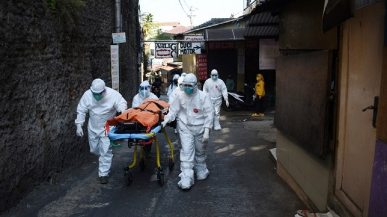 Hơn 3 triệu ca mắc Covid-19, hệ thống y tế Indonesia kiệt quệ