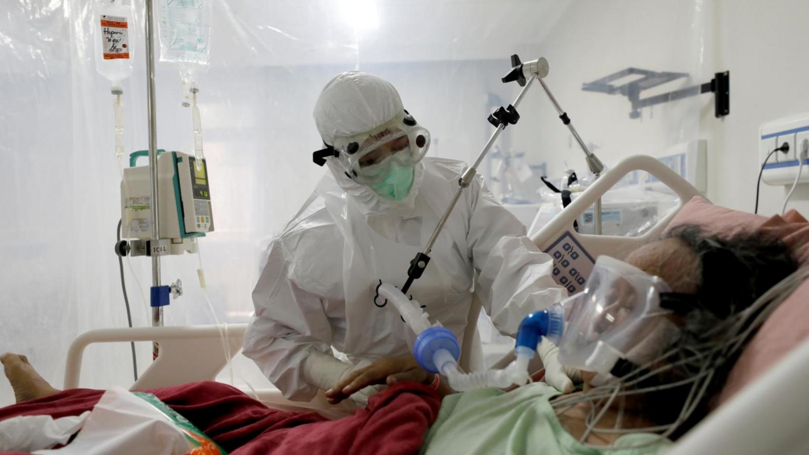 Bác sỹ Indonesia giằng xé lựa chọn người sống, người chết giữa sóng thần Covid-19