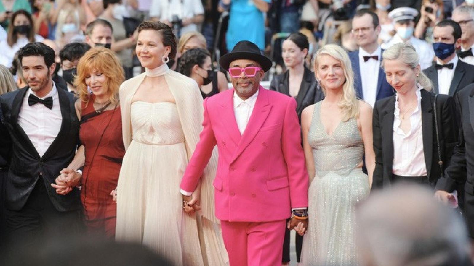 """Giới phê bình lên tiếng: """"Thật xấu hổ khi Cannes 2021 vẫn xem thường phái nữ"""""""