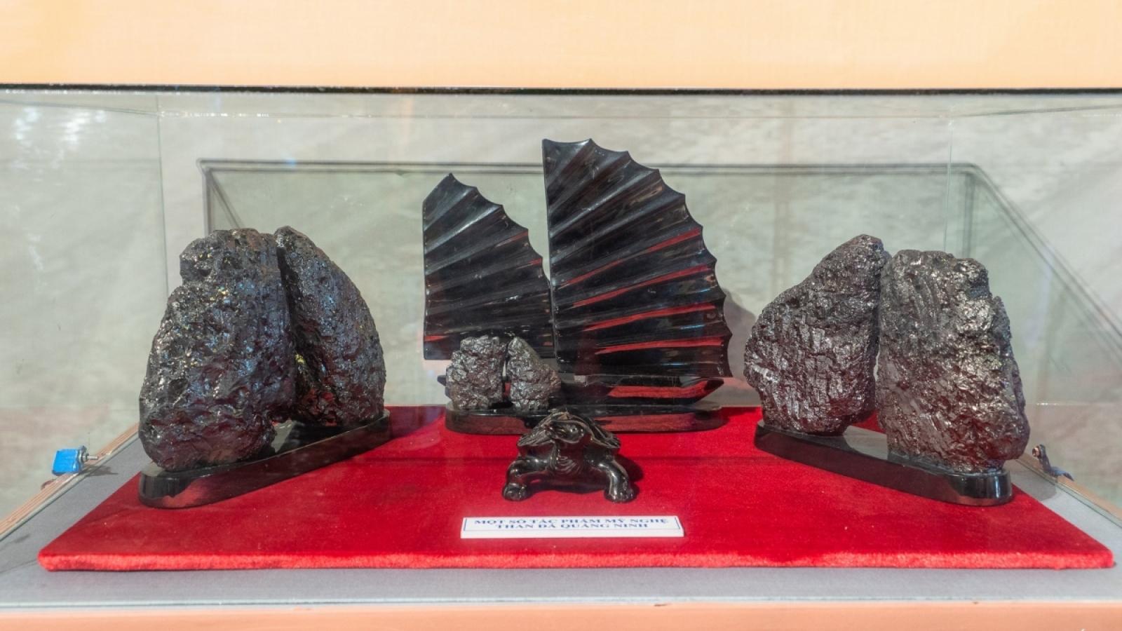 Trưng bày chuyên đề Nghề điêu khắc than đá Quảng Ninh