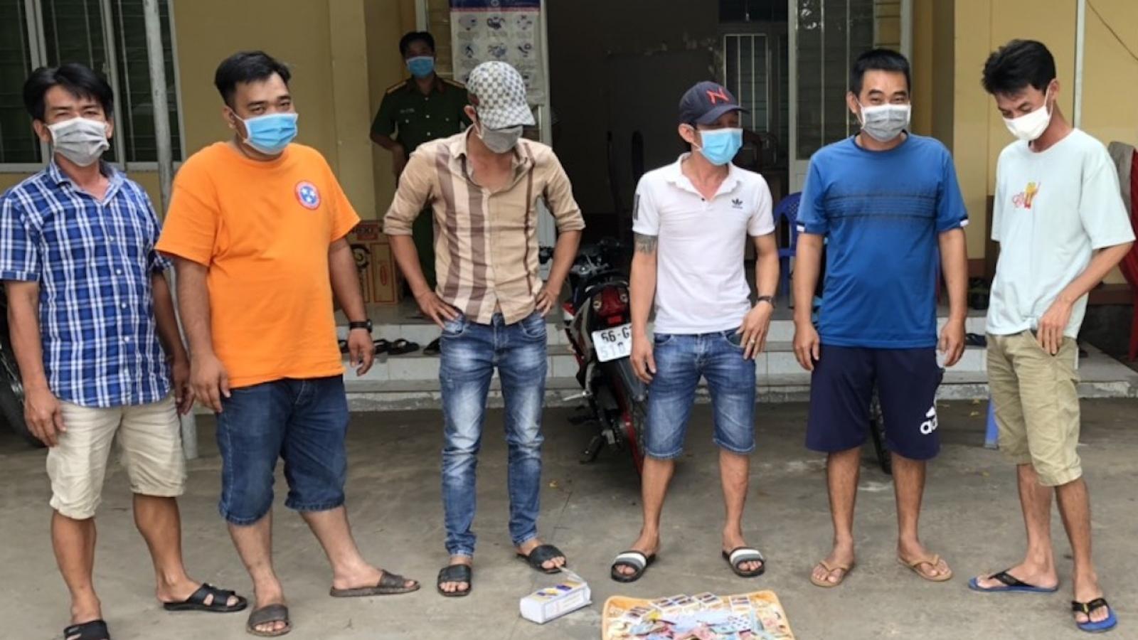 Đồng Tháp xử phạt 9 người tụ tập ăn nhậu 120 triệu đồng