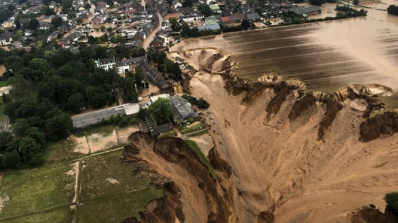 Sau Đức-Bỉ, lũ lụt đe dọa Hà Lan