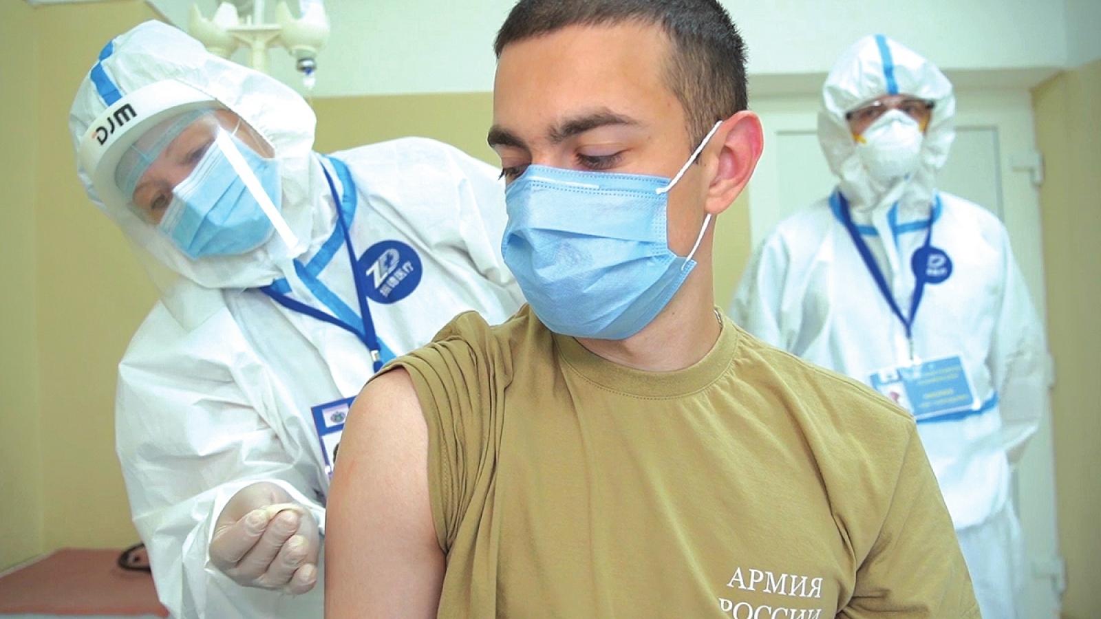 Nga bắt đầu tiêm vaccine Covid-19 mũi nhắc lại để đối phó biến thể Delta