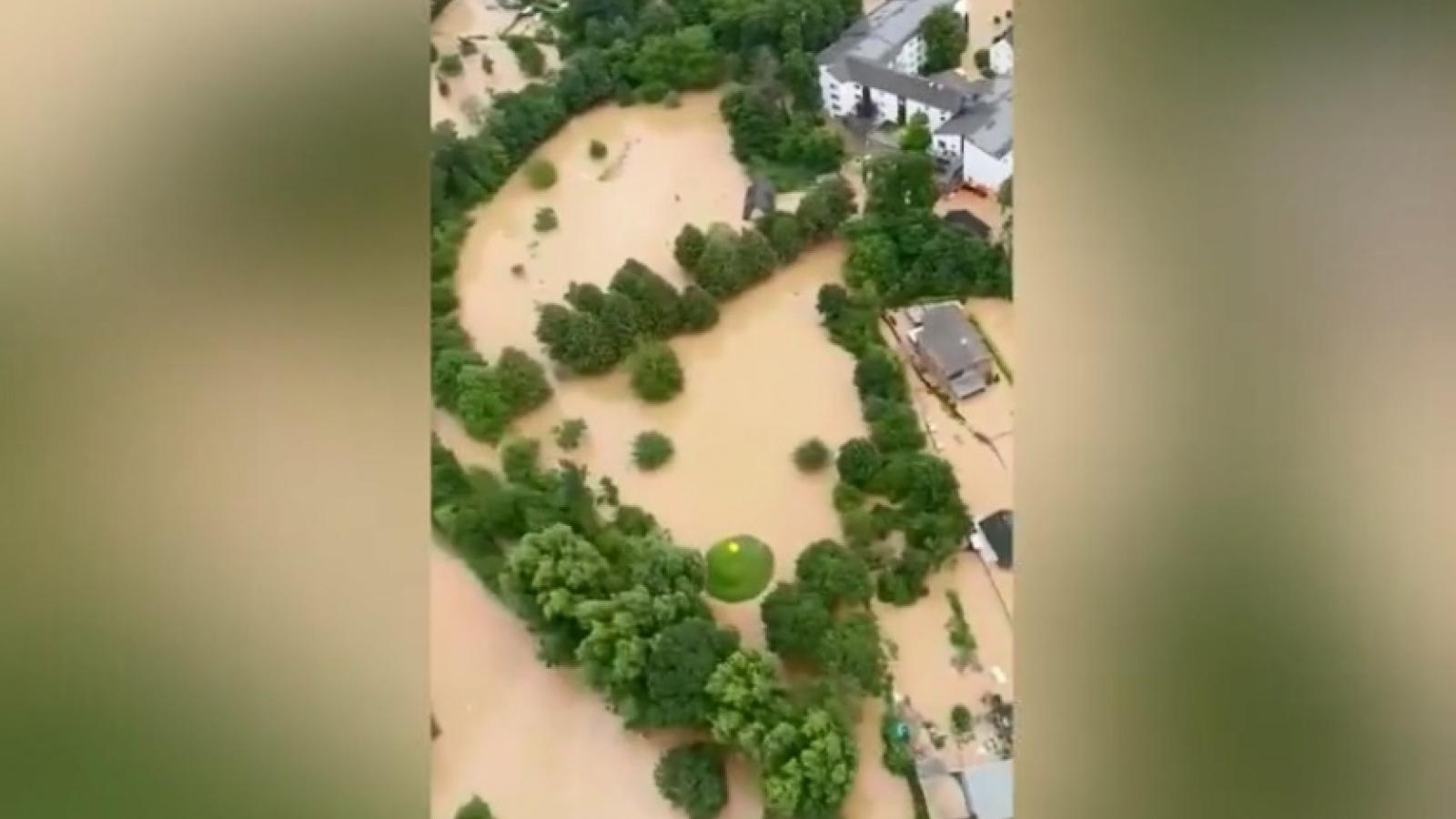 Ngập lụt khủng khiếp ở Đức qua video quay từ trực thăng