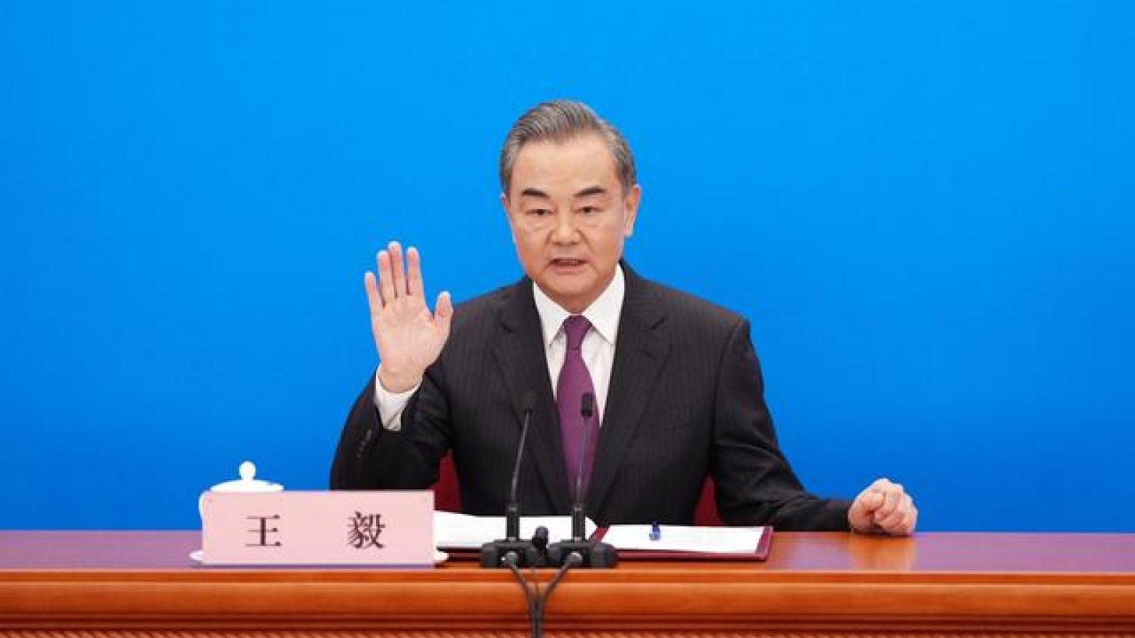 """Trung Quốc nói sẽ """"bổ túc"""" cho Mỹ về cách đối xử bình đẳng với các nước khác"""