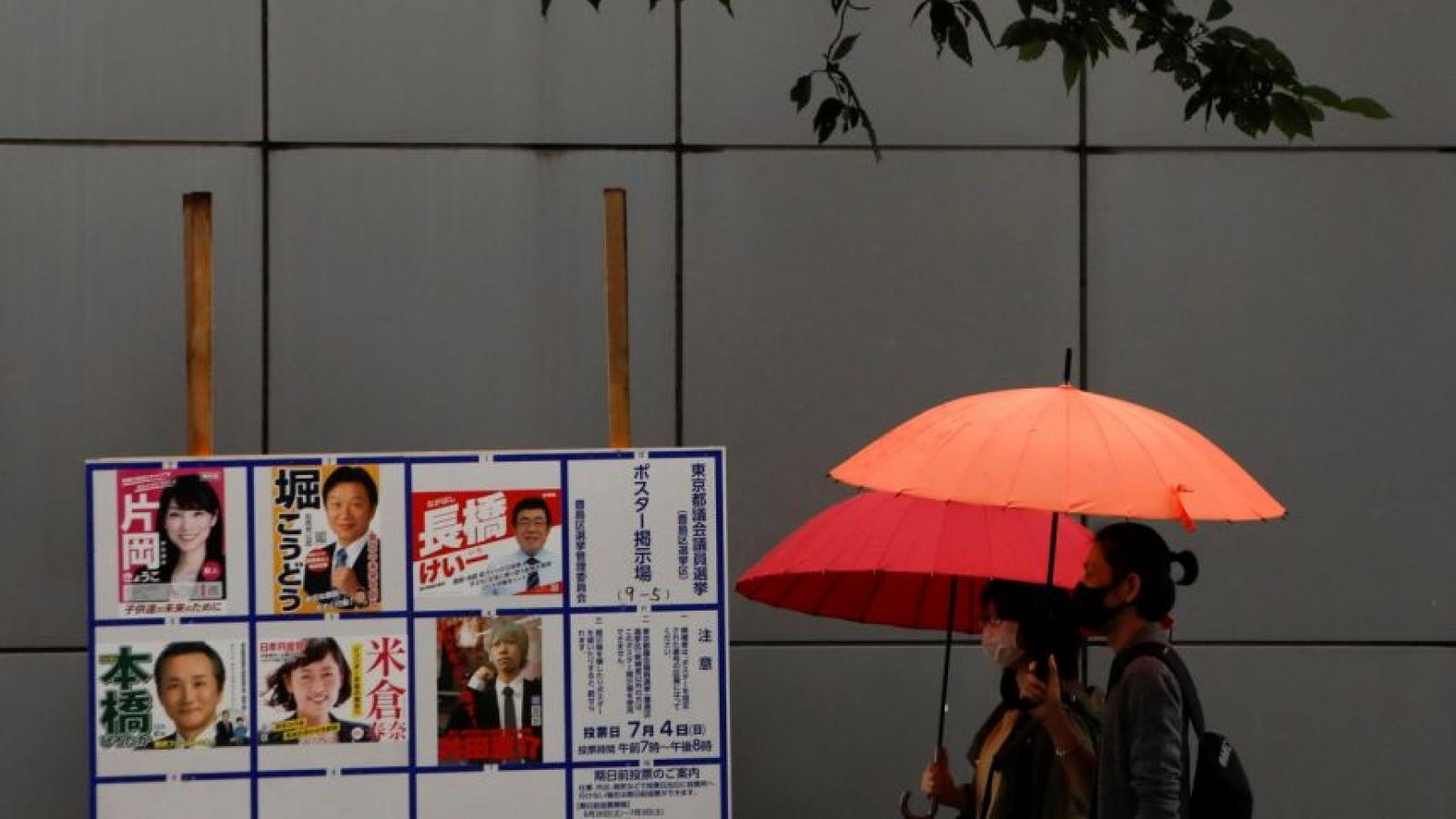 """Đảng của Thủ tướng Nhật Bản Suga """"để thua"""" trong bầu cử địa phương ở Tokyo"""
