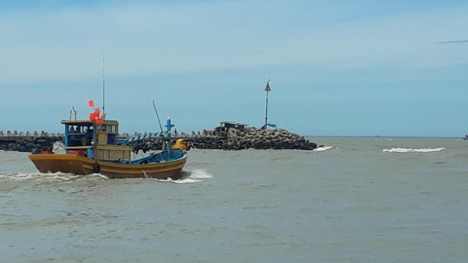 Ninh Thuận tìm thấy 2 thanh niên bị sóng cuốn