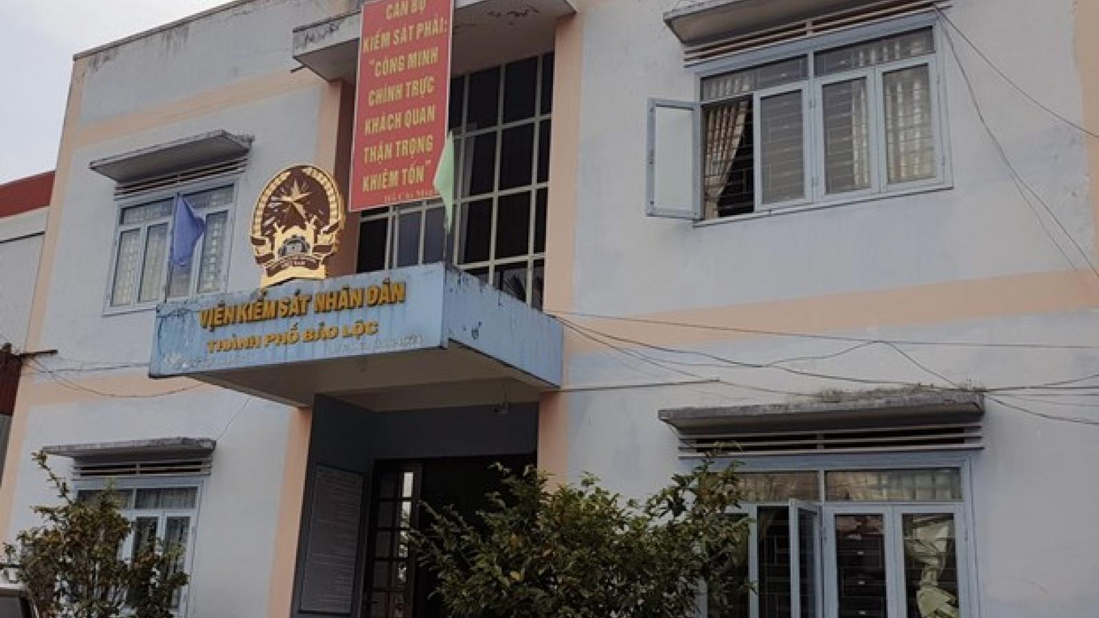 Bắt tạm giam nguyên Phó viện trưởng Viện KSND Bảo Lộc điều tra tội nhận hối lộ