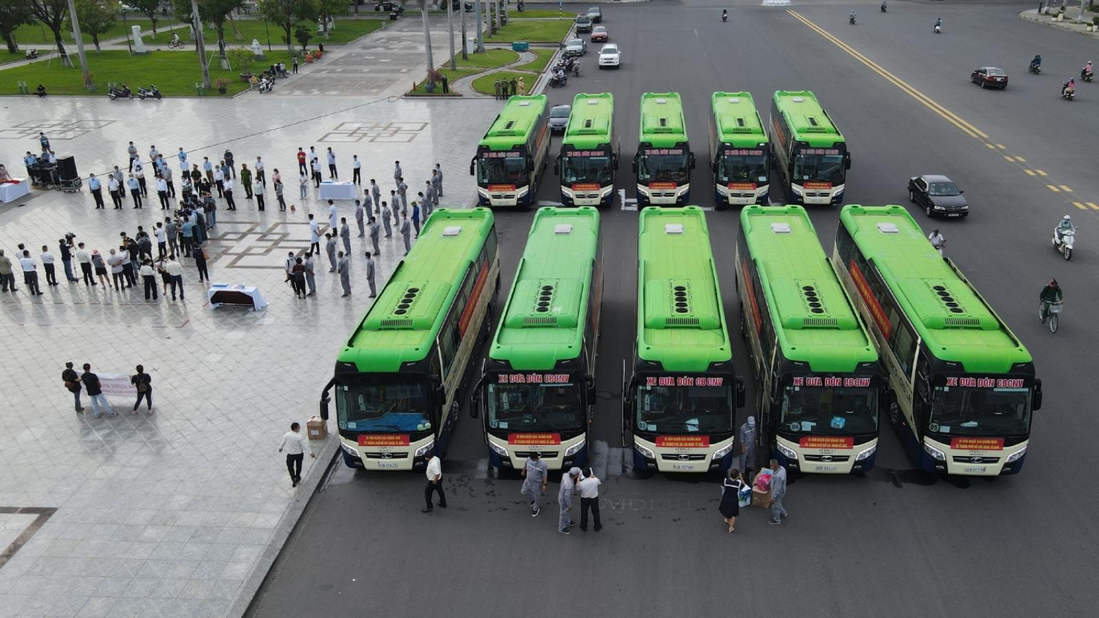 Quảng Nam: 10 xe ô tô xuất phát vào thành phố Hồ Chí Minh đón người dân